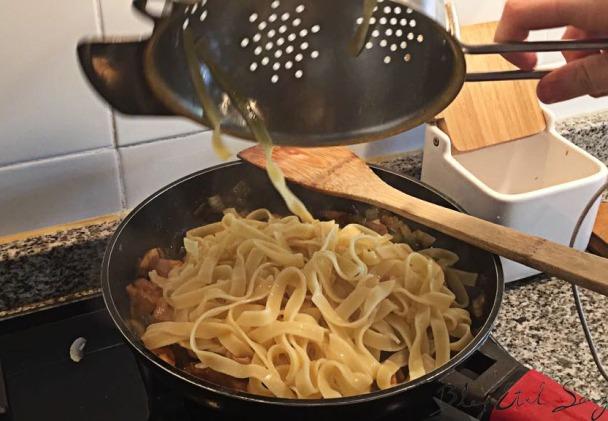 Nidos de huevo con salsa teriyaki
